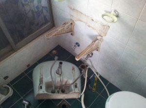 洗面台破壊